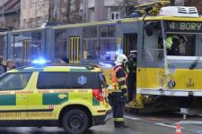 Nehoda tramvaje s velkokapacitním autobusem
