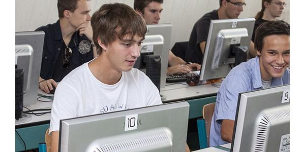 Tři hlavní kritéria výběru střední školy – co, kde a za kolik?