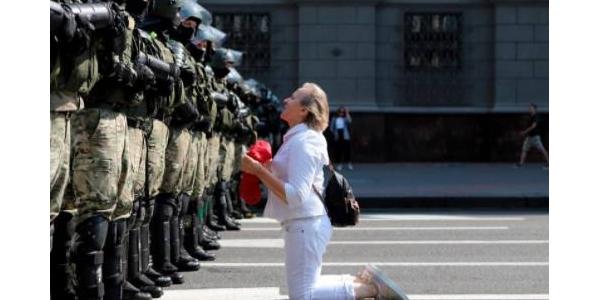 V Minsku vyšli do ulic desítky tisíc lidí