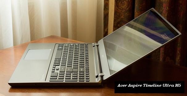 Ultrabook Acer Aspire Timeline M5 na stole v kancelari